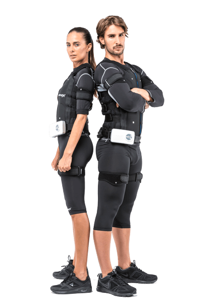 Casal com equipamento de electroestimulação muscular